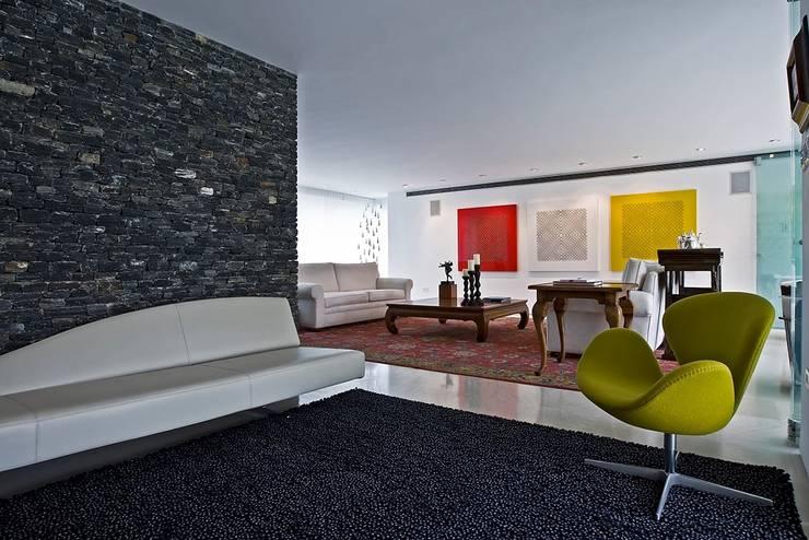 Casa MR: Salas / recibidores de estilo  por oda - oficina de arquitectura