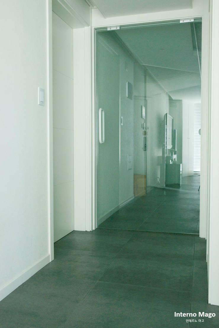 성동구 아파트 : 인테르노 마고(Interno Mago)의  복도 & 현관