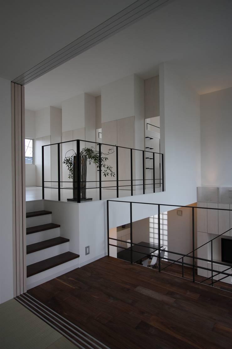 K-house: クコラボ一級建築士事務所が手掛けた廊下 & 玄関です。,