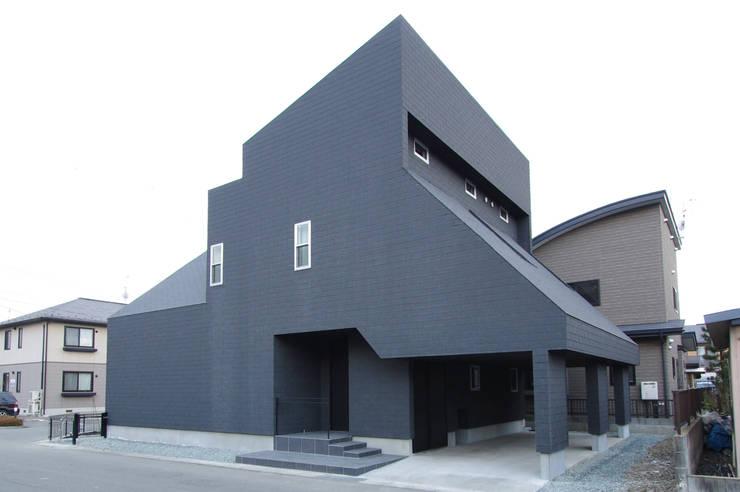 Casas de estilo  por クコラボ一級建築士事務所, Ecléctico