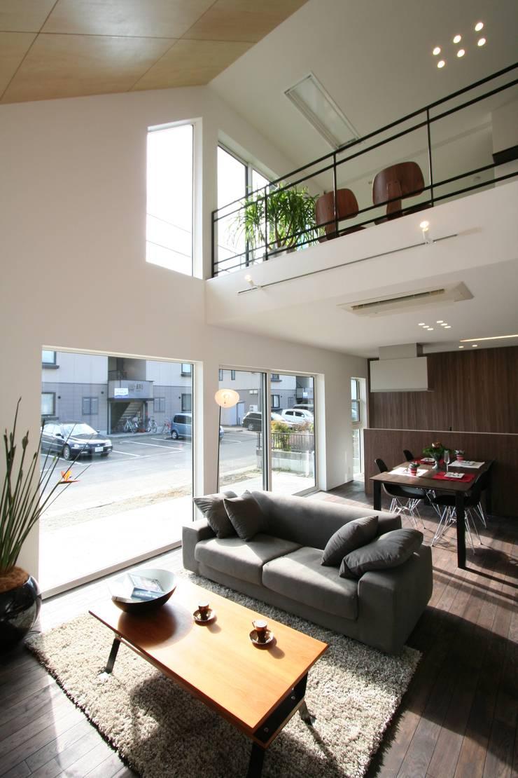 غرفة المعيشة تنفيذ クコラボ一級建築士事務所 , إنتقائي