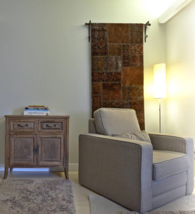 Apartamento AG: Salas de estar  por Super StudioB