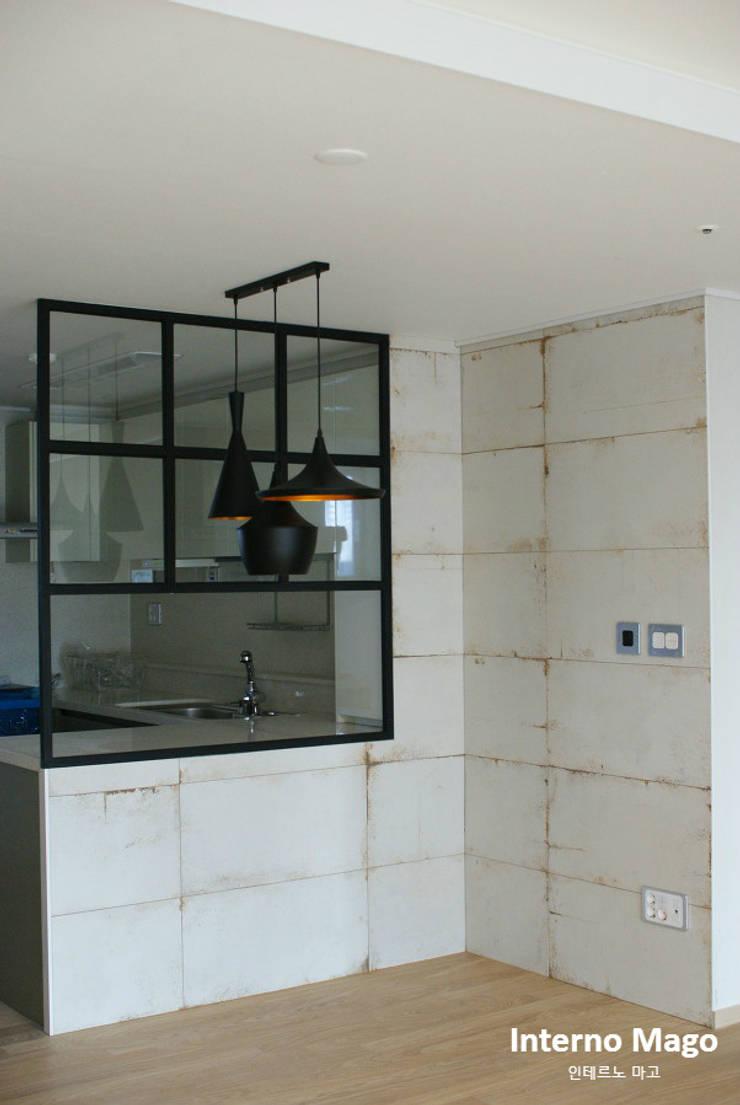 강남구 아파트: 인테르노 마고(Interno Mago)의  주방,모던
