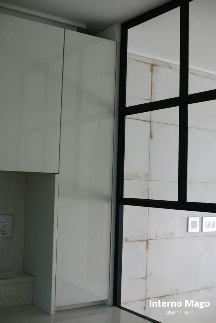 강남구 아파트: 인테르노 마고(Interno Mago)의  다이닝 룸,모던