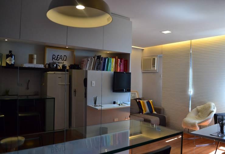 Studio SV: Salas de estar  por UNIO Arquitetura,