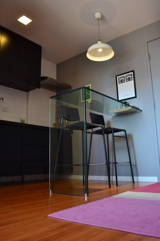 Studio SV: Cozinhas  por UNIO Arquitetura,