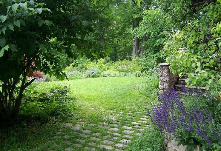 Giardino in stile In stile Country di Verena Höhberger Landschaftsarchitektin