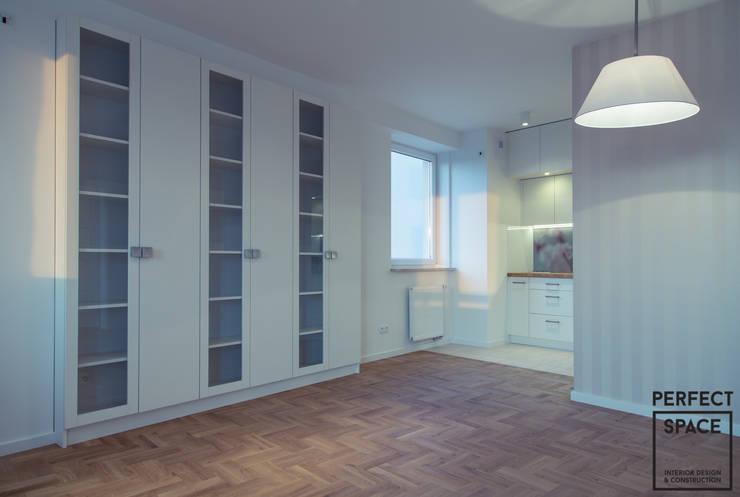 Nowe oldskulowe: styl , w kategorii Salon zaprojektowany przez Perfect Space