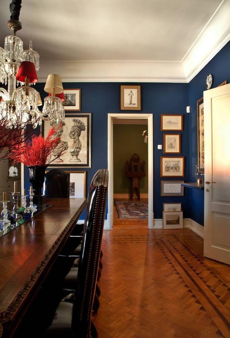 Blue Dinning Room: Salas de jantar  por CUBICULUM   //  arquitectura & interiores