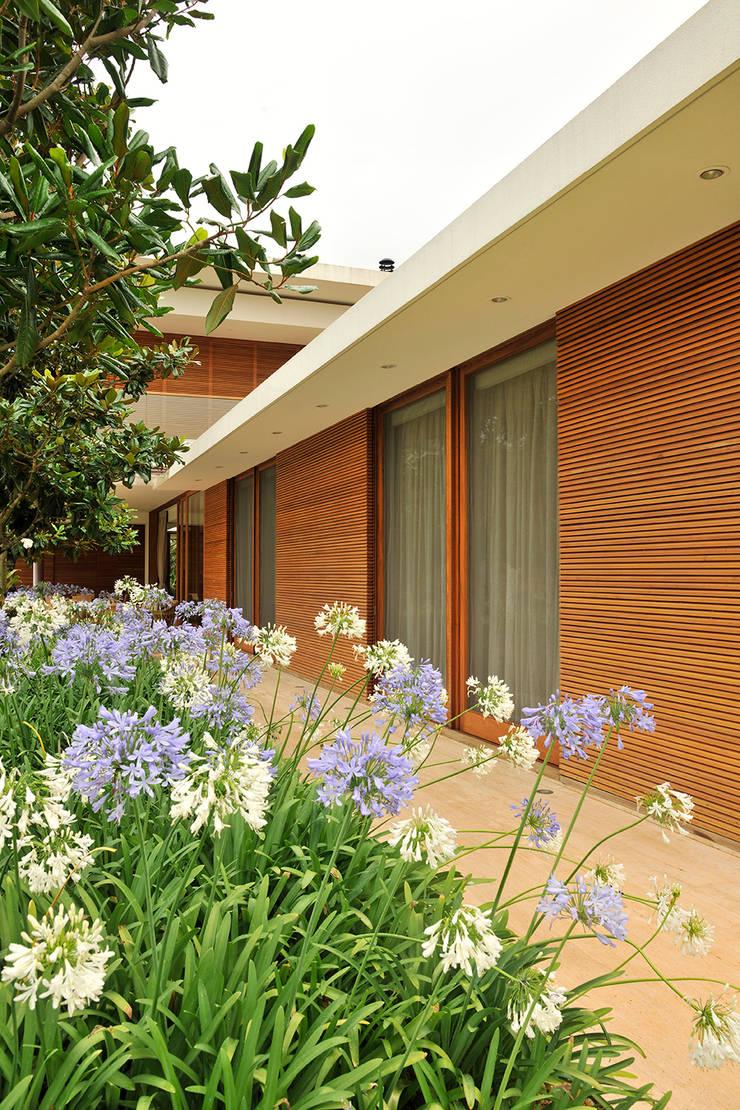 Residência VD: Casas  por isis chaulon arquitetura