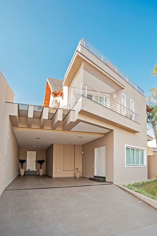 Casa com traços geométricos : Casas  por Patrícia Azoni Arquitetura + Arte & Design
