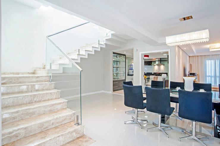 Casa 581: Salas de jantar  por Patrícia Azoni Arquitetura + Arte & Design