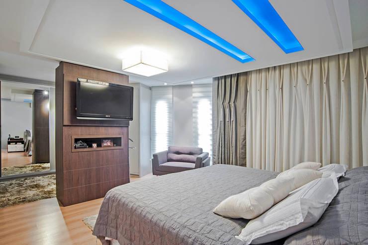 Dormitorios de estilo  por Patrícia Azoni Arquitetura + Arte & Design
