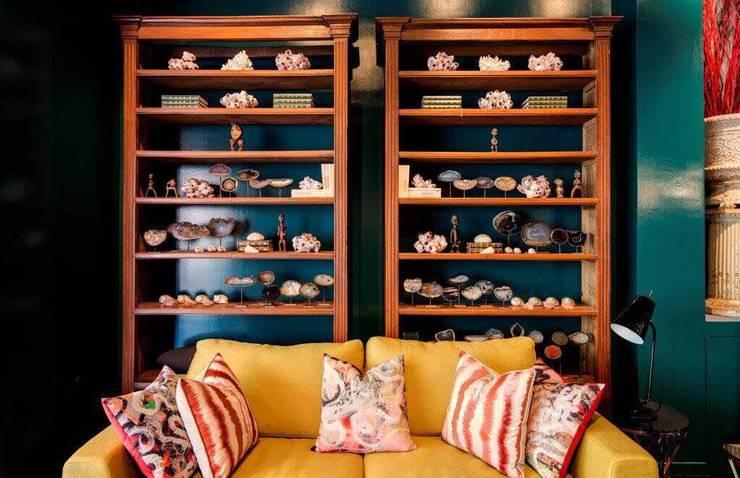 Showroom : Espaços comerciais  por CUBICULUM   //  arquitectura & interiores