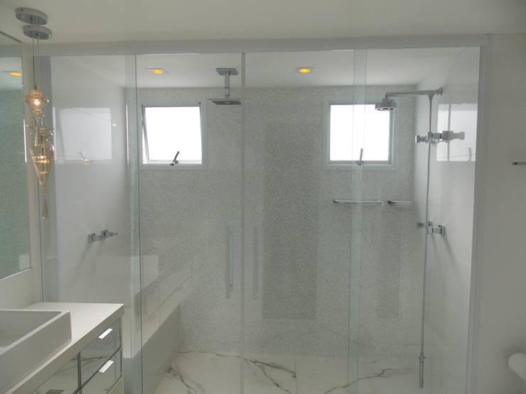 Apartamento A+R Banheiros modernos por Tiago Rocha Interiores Moderno