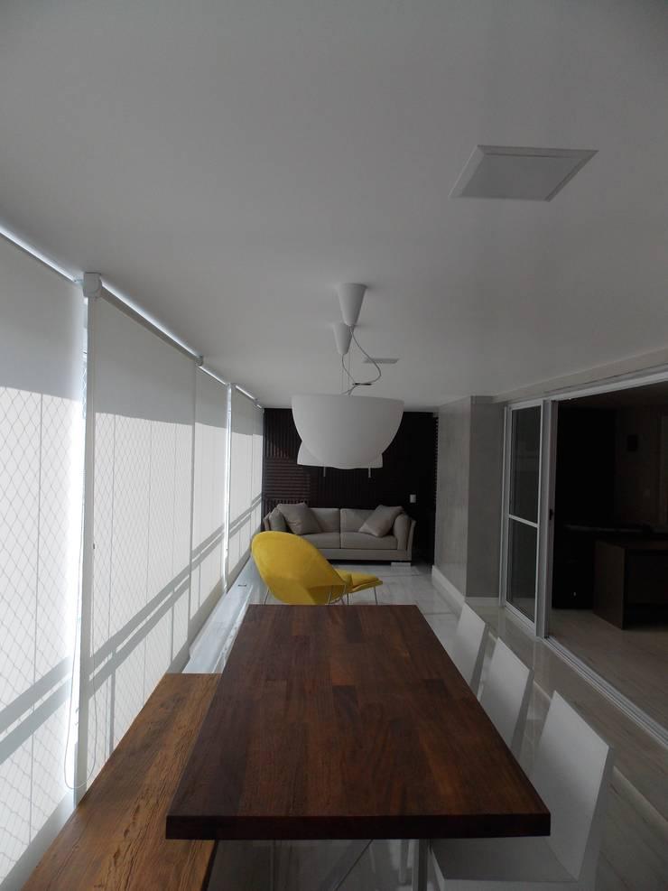 Apartamento A+R: Terraços  por Tiago Rocha Interiores