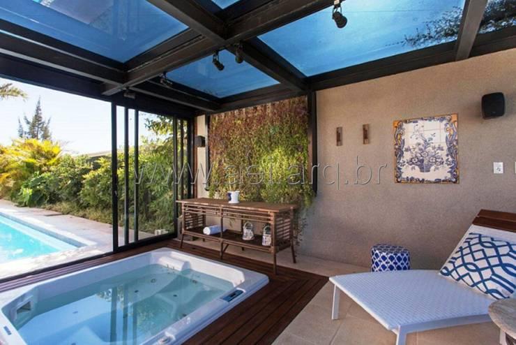Spa em gazebo de ferro e vidro: Spas  por aei arquitetura e interiores,