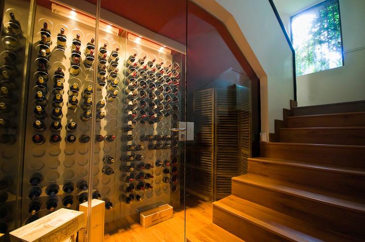vinoteca : Bodegas de estilo  de TESTA studio