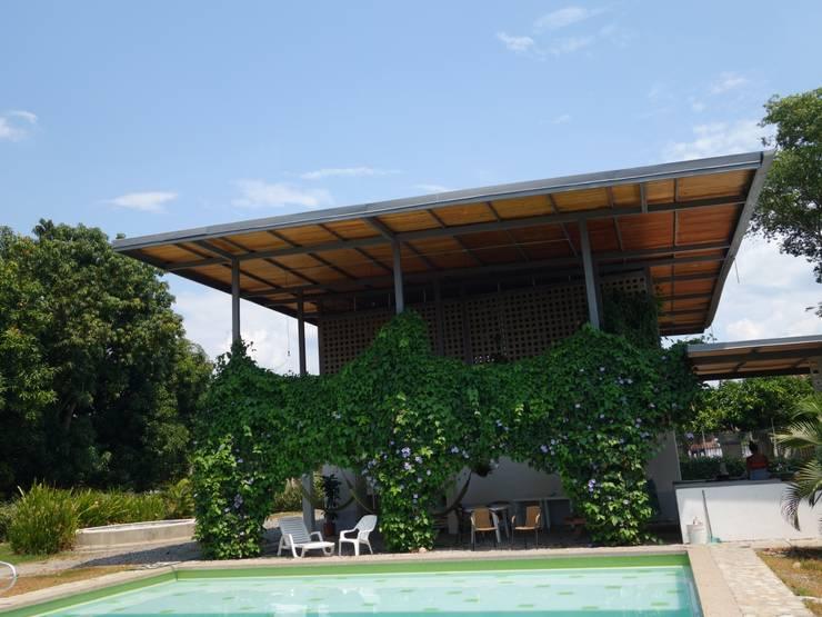 Casa LA SANTAMARIA: Casas de estilo rural por vermelho arquitectos