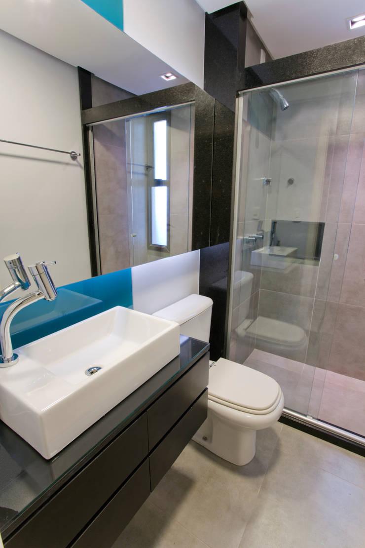 Modern style bathrooms by Maxma Studio Modern