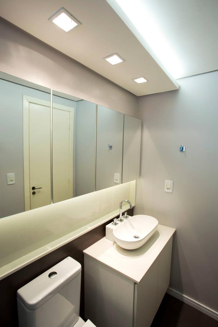現代浴室設計點子、靈感&圖片 根據 Maxma Studio 現代風