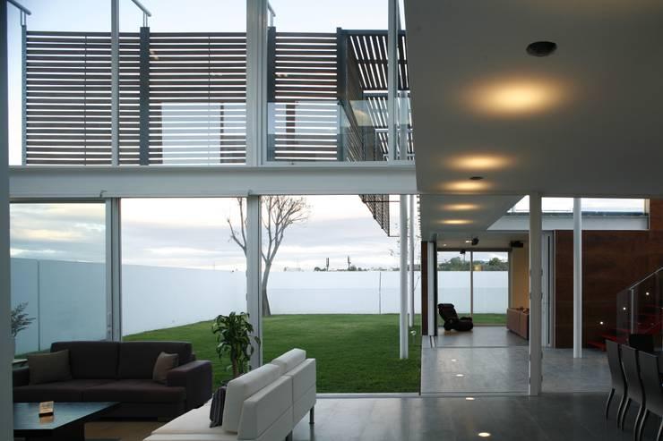 Casa Quince.: Paredes de estilo  por Echauri Morales Arquitectos