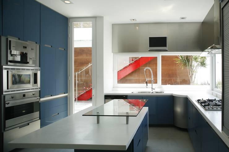 Casa Quince: Cocinas de estilo  por Echauri Morales Arquitectos