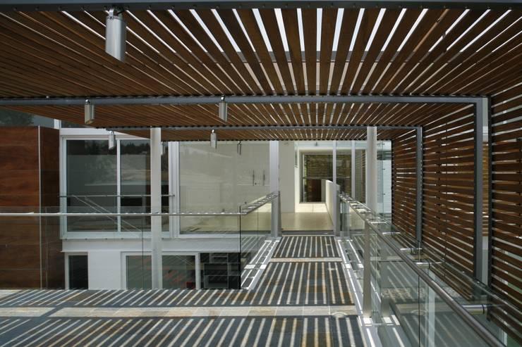 Casa Quince: Terrazas de estilo  por Echauri Morales Arquitectos