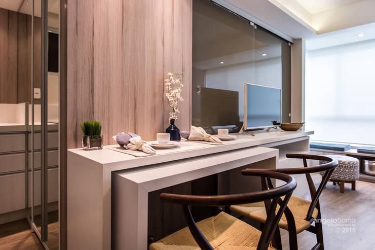 Apartamento compacto à beira mar.: Salas de jantar modernas por Claudia Stach e Daniela Bordignon Arquitetura