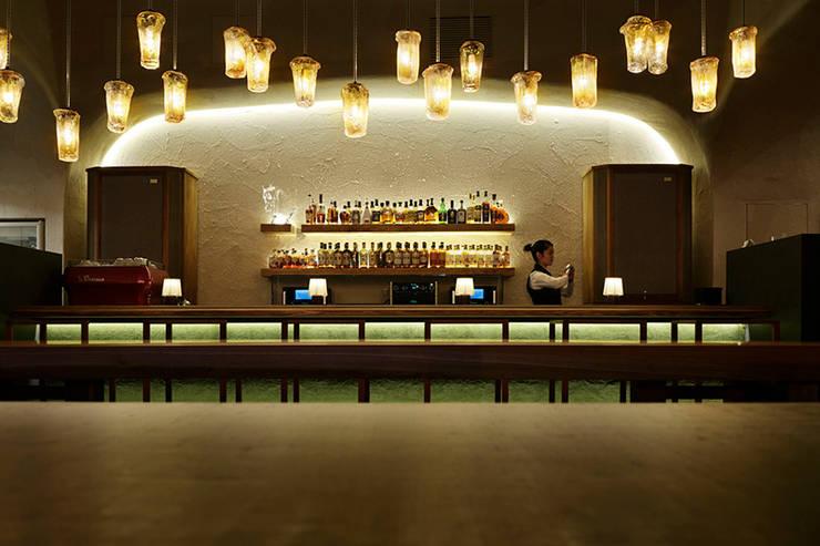 椿サロン×円山ぱんけーき/THE NIKKA BAR 赤れんがテラス店: 株式会社アトリエテンマが手掛けたオフィス&店です。