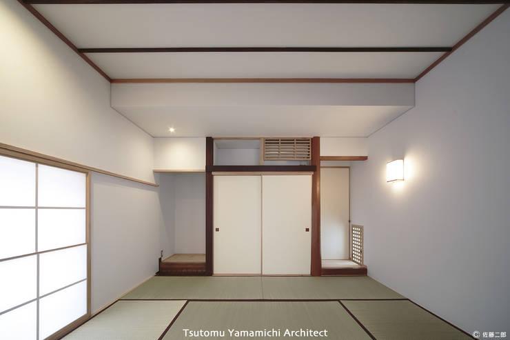 遠くを見る家~中津 6つの庭をもつ住まい~: 山道勉建築が手掛けた和室です。