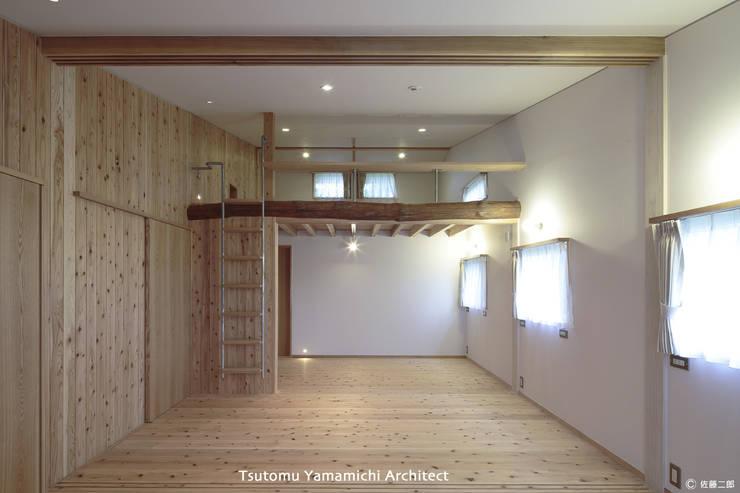 遠くを見る家~中津 6つの庭をもつ住まい~: 山道勉建築が手掛けた壁です。