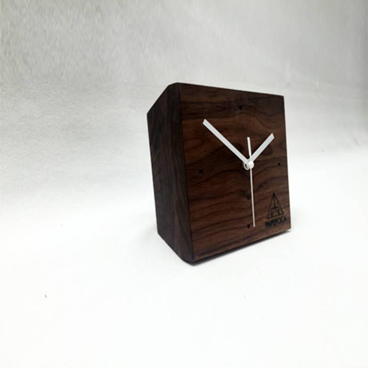 원목 디자인 시계: Hash의  가정 용품