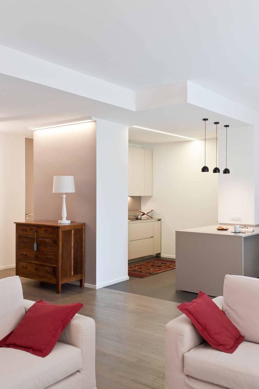 Kitchen by architetto Lorella Casola, Minimalist