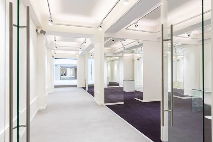 vue de l'ensemble du showroom: Lieux d'événements de style  par Paula Bianco
