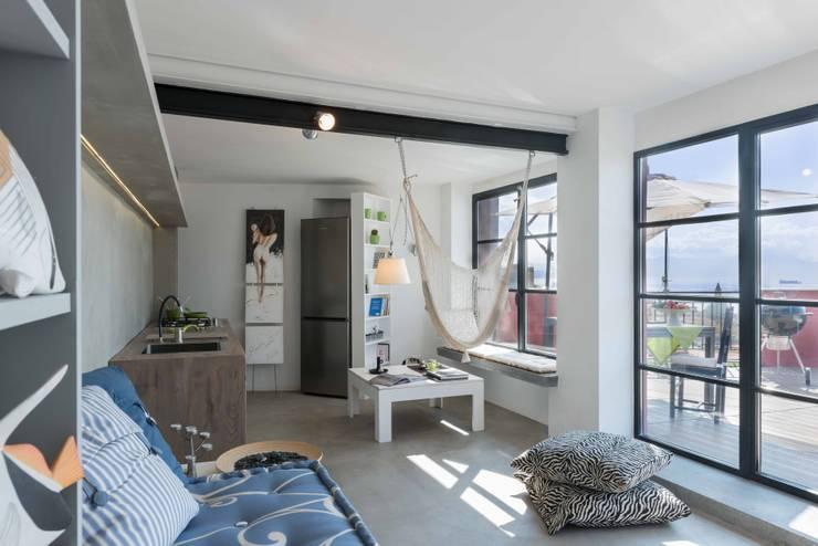 Projekty, industrialne Domy zaprojektowane przez architetto Lorella Casola