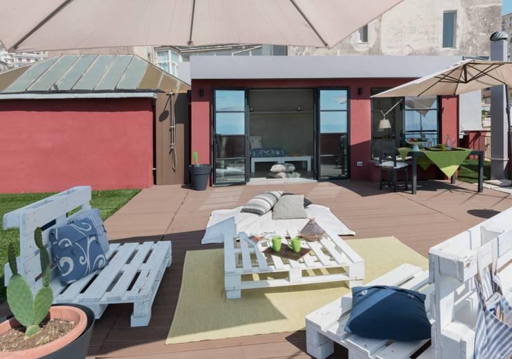 Casas de estilo industrial por architetto Lorella Casola