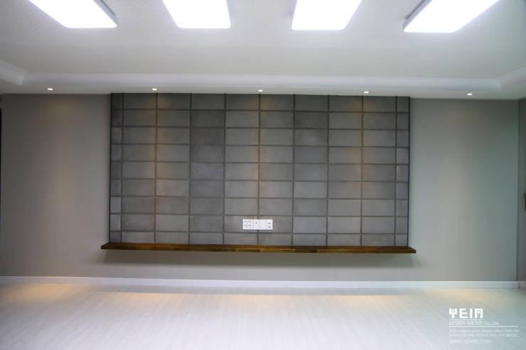 계룡리슈빌 before & after : 주)예인 디자인 그룹의  벽