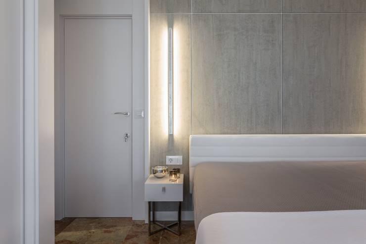 Dormitorio futurista: Dormitorios de estilo ecléctico de Laura Yerpes Estudio de Interiorismo