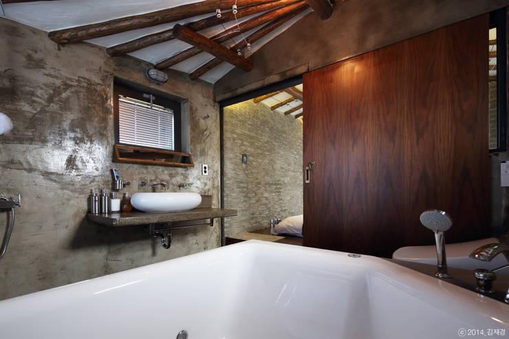 Baños de estilo  por Z_Lab