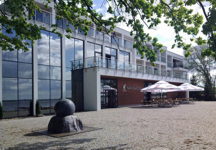 HOTEL NAVIGATOR, PL+: styl , w kategorii Hotele zaprojektowany przez PL+sp. z o.o.,Nowoczesny Szkło