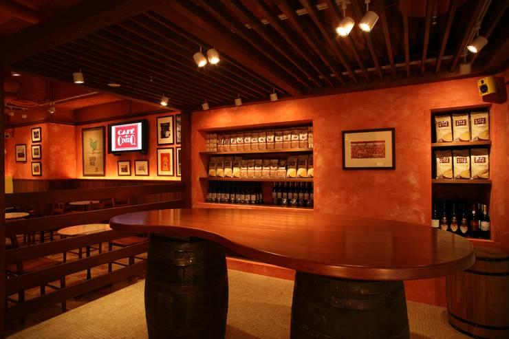 CAFE do CENTRO: DESIGN LABEL KNOTが手掛けたレストランです。