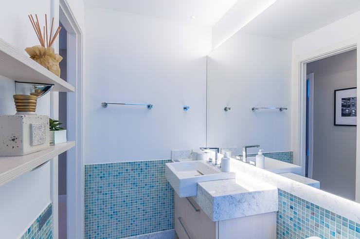 Apartamentos Decorados: Banheiro  por ME Fotografia de Imóveis