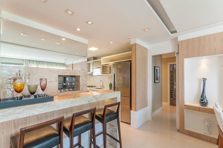 Apartamentos Decorados: Sala de estar  por ME Fotografia de Imóveis