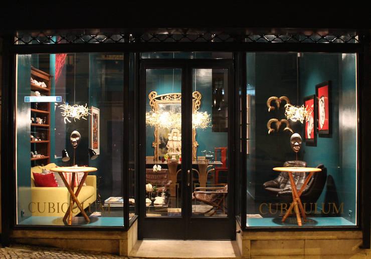 Showroom : Lojas e espaços comerciais  por CUBICULUM   //  arquitectura & interiores