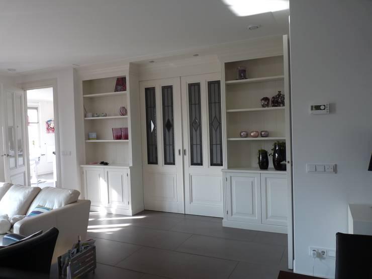 Interieur nieuwbouw villa Velddriel:  Woonkamer door Villa Delphia