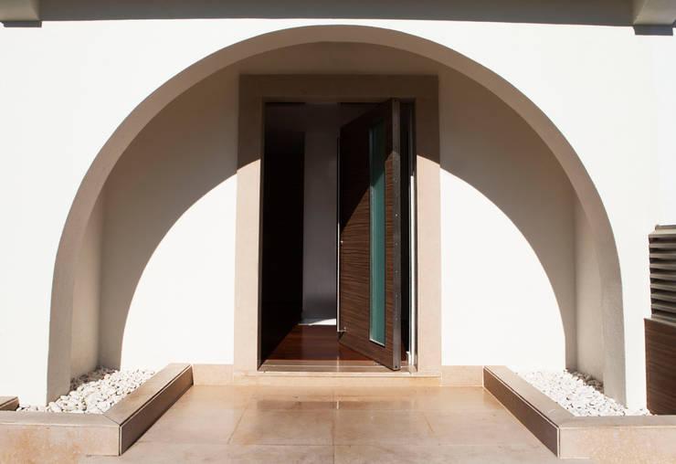 Casa R: Casas modernas por Spacemakers