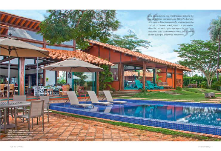 Residencia Enseada Azul: Casas tropicais por FERNANDO ROMA . estudioROMA