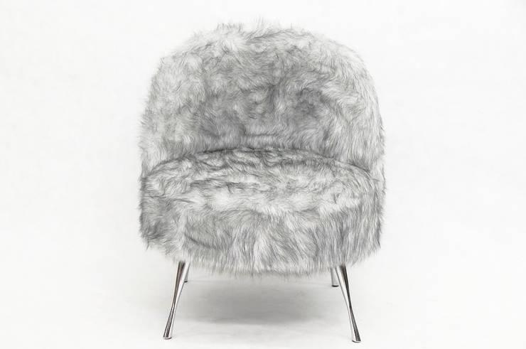 Futrzany fotel Syberian Wolf: styl , w kategorii Salon zaprojektowany przez onemarket.pl