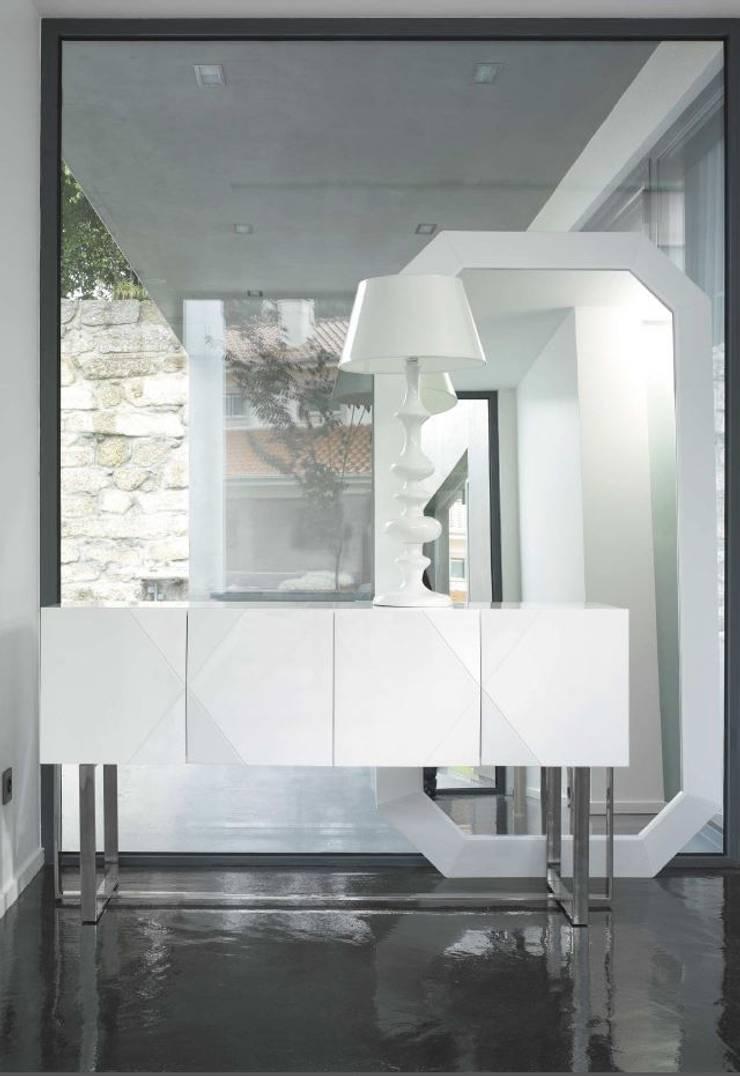Mobiliário para Hall  Hall Furniture www.intense-mobiliario.com  Nara http://intense-mobiliario.com/product.php?id_product=1077: Corredor, hall e escadas  por Intense mobiliário e interiores;